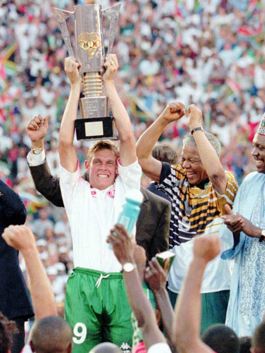 1996-Nelson-Mandela-Neil-Tovey.jpg