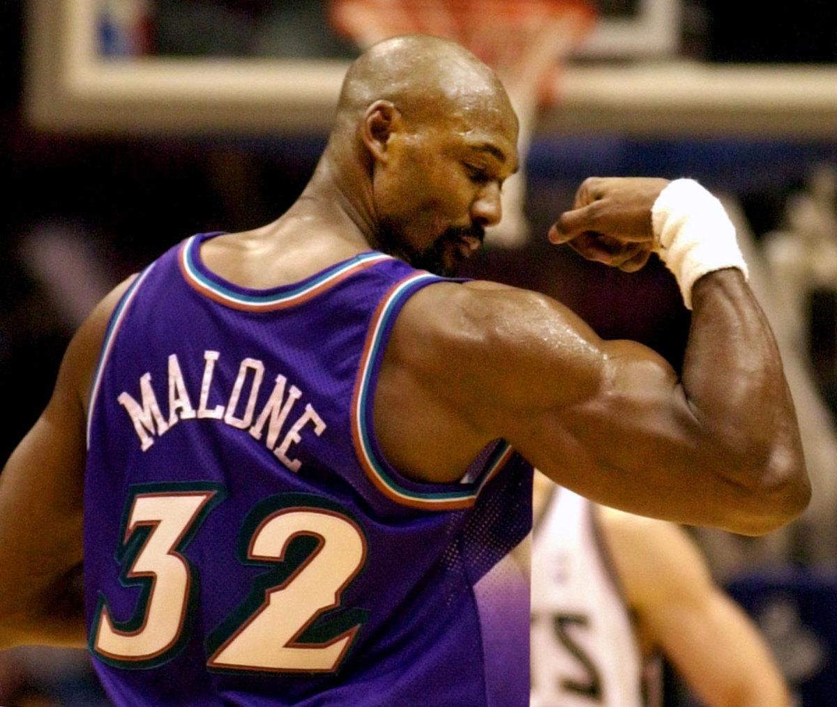 2001-Karl-Malone-flexing-muscle.jpg