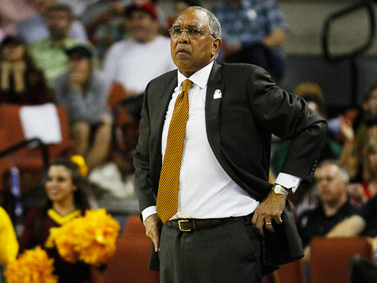 Minnesota fired head coach Tubby Smith Monday. Who will be his replacement? (Ray Carlin/Icon SMI)