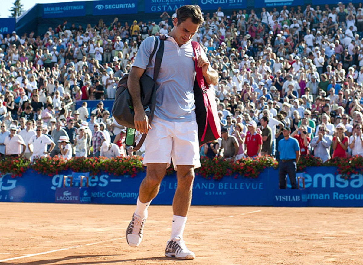 Roger Federer walks off the court after losing in front of his home crowd in Gstaad. (Valeriano Di Domenico/ZUMAPress.com)