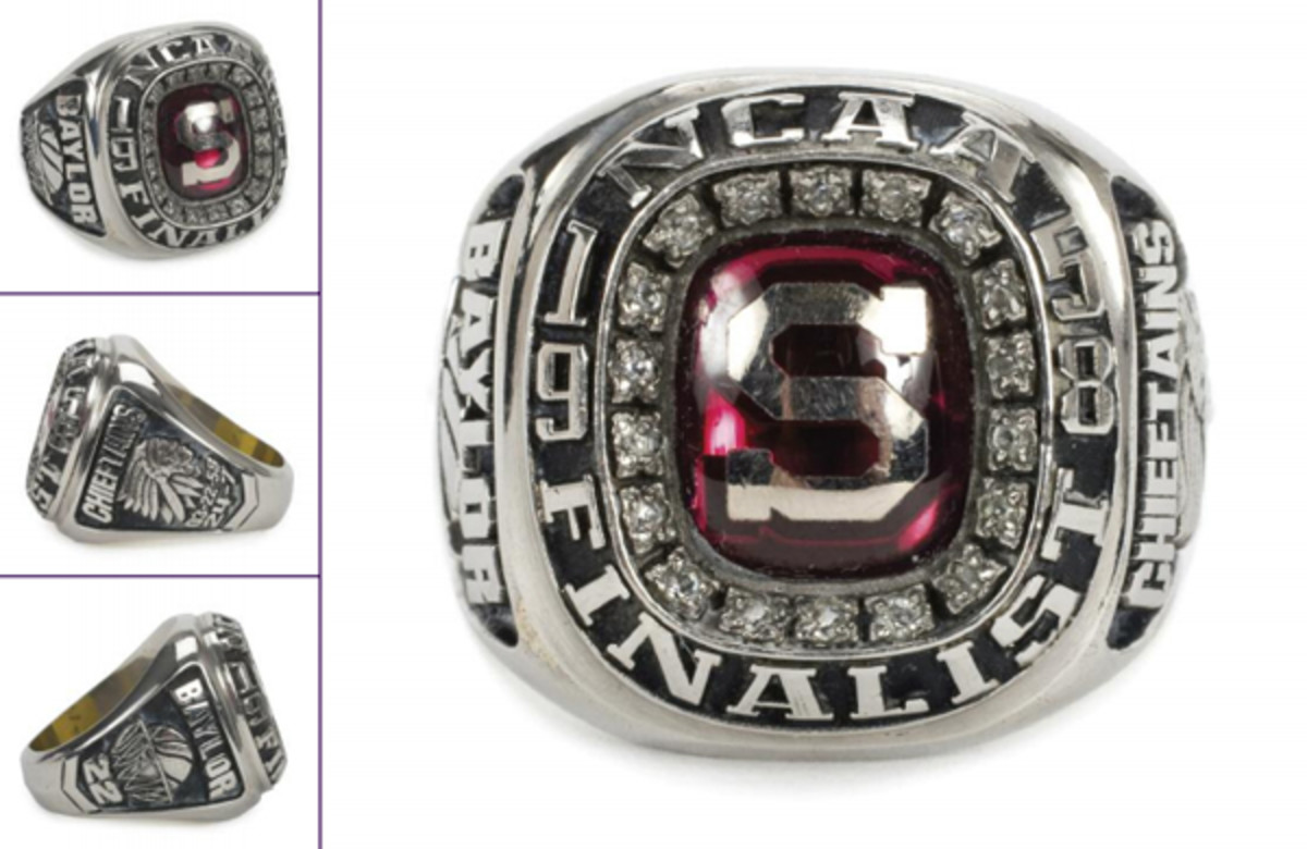 Elgin Baylor's 1958 NCAA Finalist ring. (JuliensAuctions.com)