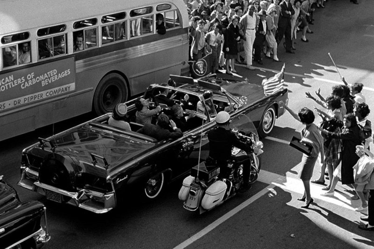 The motorcade in Dallas, Nov. 22, 1963. (AP)