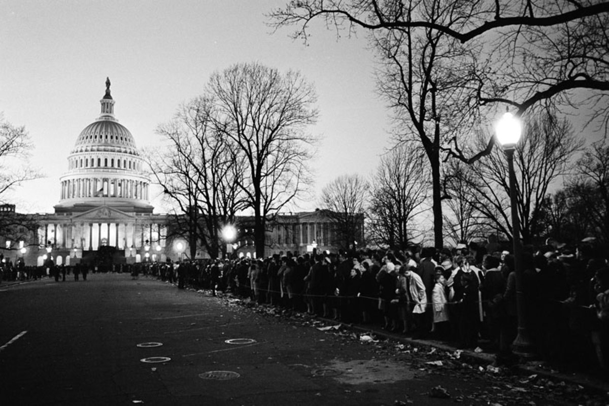 The viewing line stretching from the Capitol on the evening of Sunday, Nov. 24. (AP)