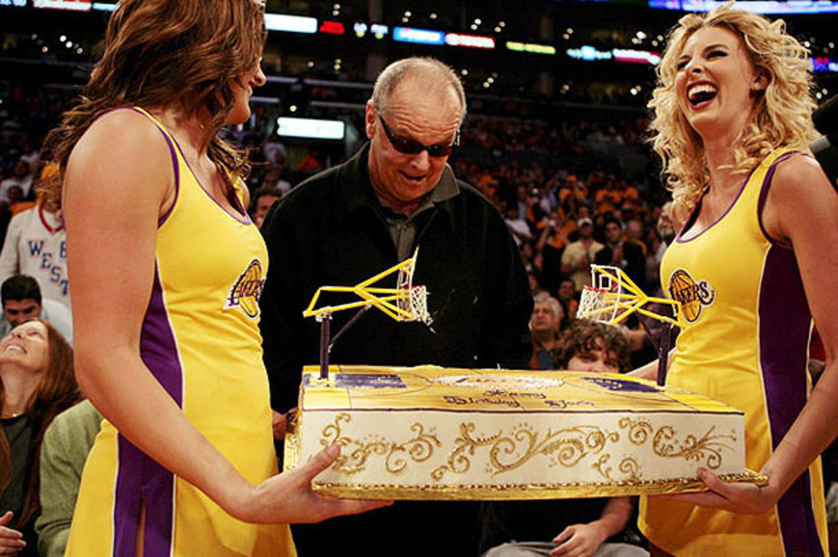 Jack Nicholson marvels at a Lakers cake