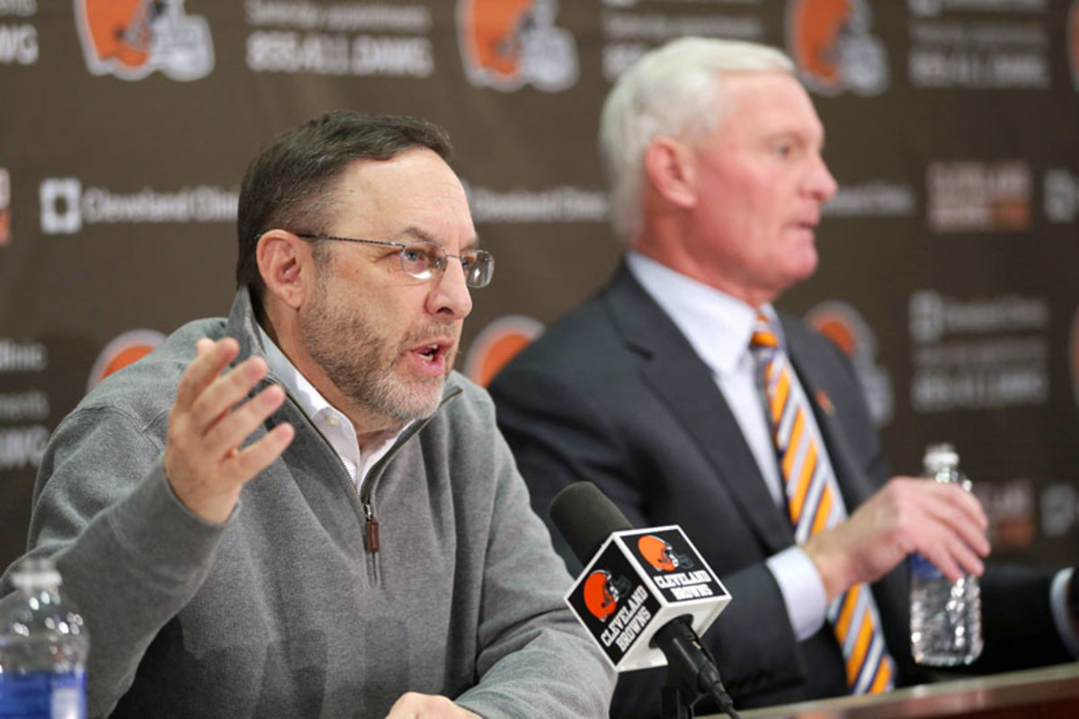 Browns GM Joe Banner and owner Jimmy Haslam. (Tony Dejak/AP)