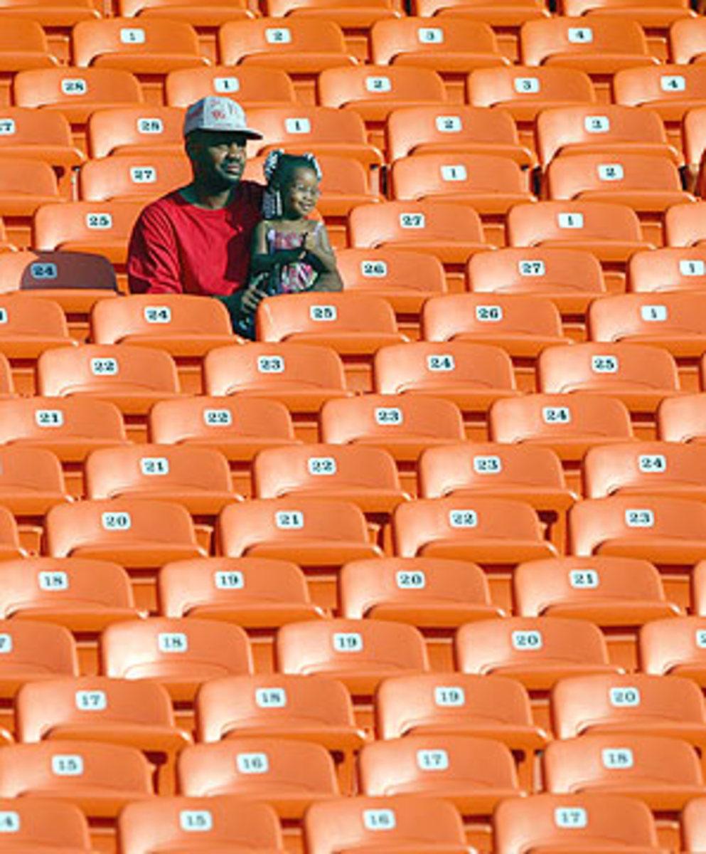 t2.crowd.gy.jpg