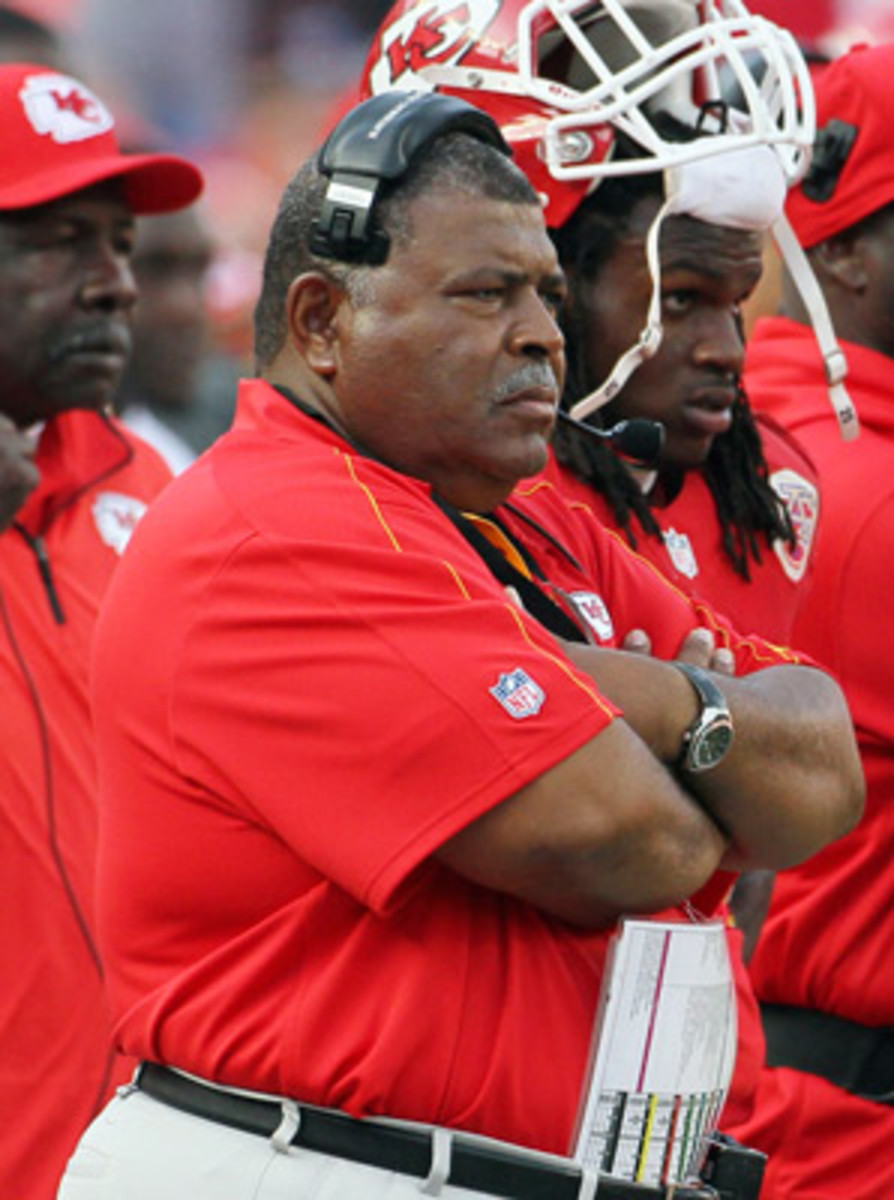 Romeo Crennel pleaded with Jovan Belcher to put his gun down before the player took his own life.