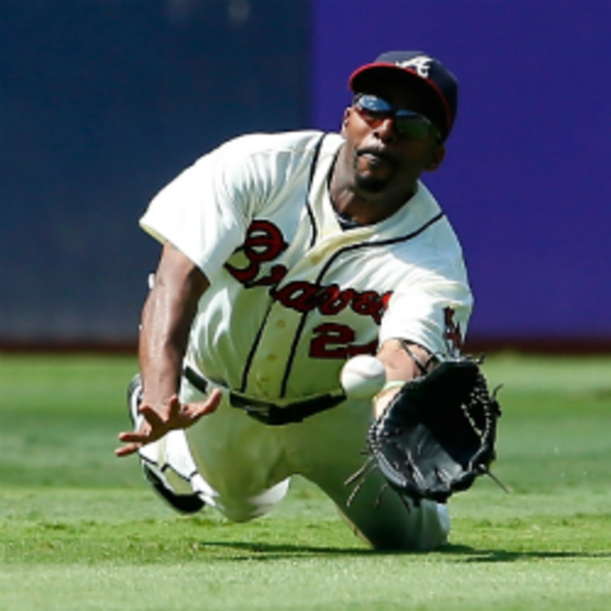 Not many people expect the Braves to re-sign soon-to-be free agent leadoff hitter and center fielder Michael Bourn. (Kevin C. Cox/Getty Images)