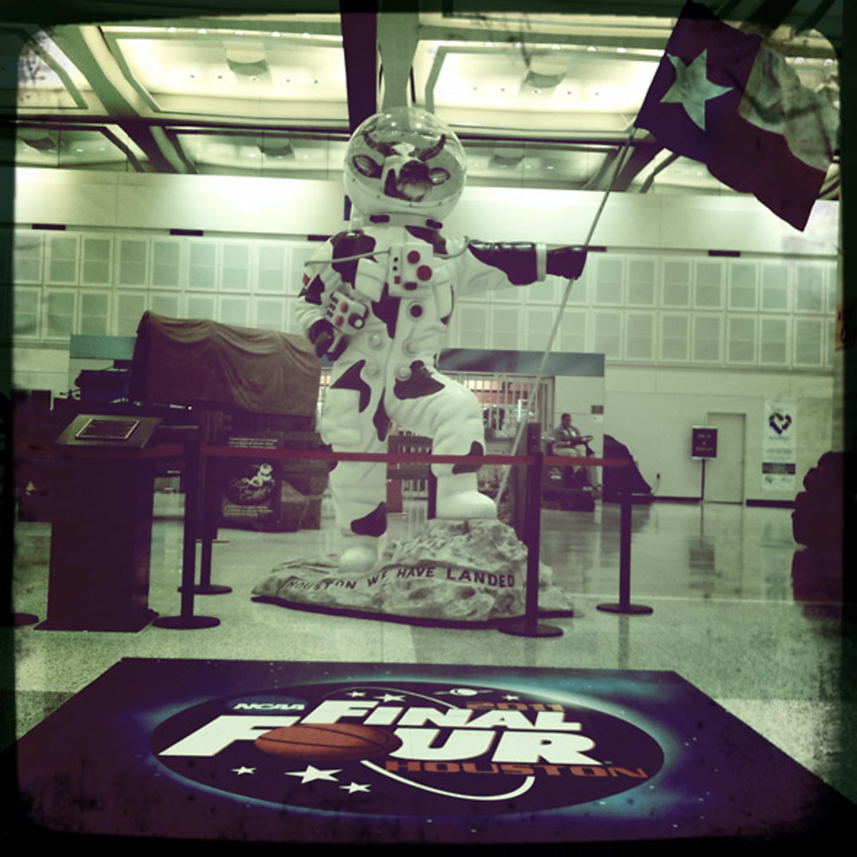 Airport Spaceman