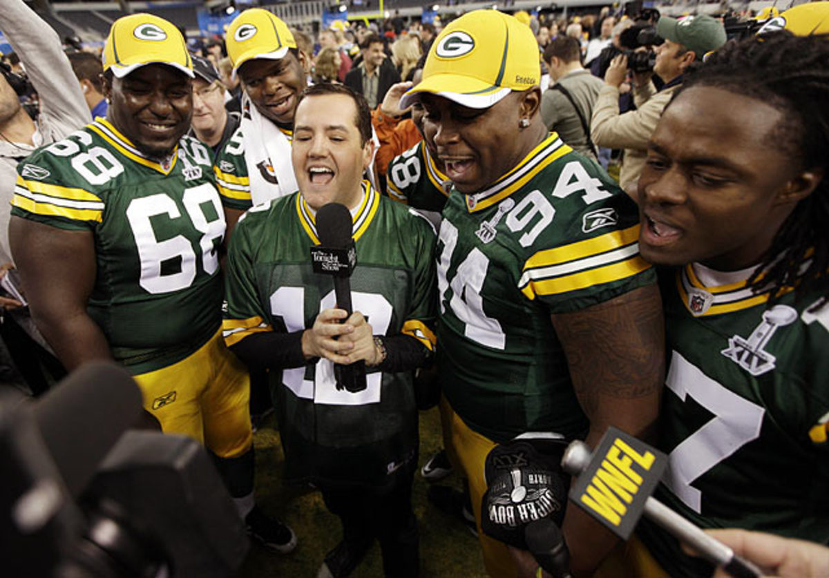 Ross Matthews sings with Green Bay Packers
