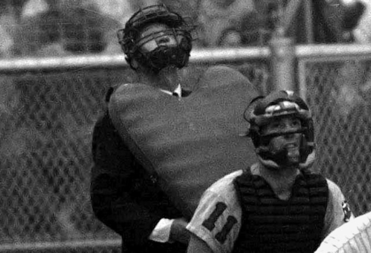 Balloon-style chest protectors on umps