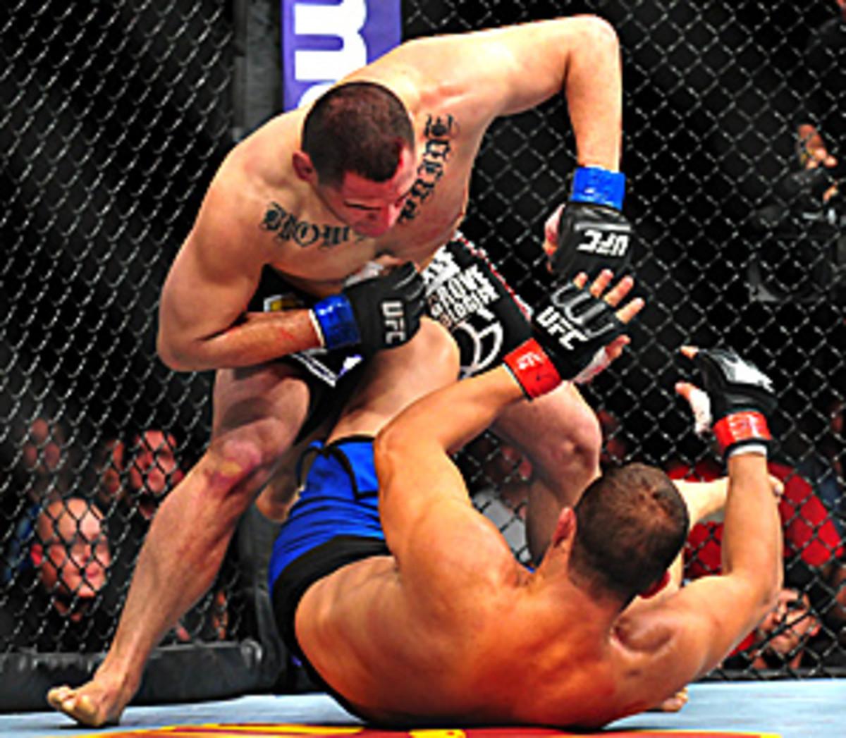 Cain Velasquez (top) defeated Junior Dos Santos unanimously, 50-45, 50-44 and 50-43.