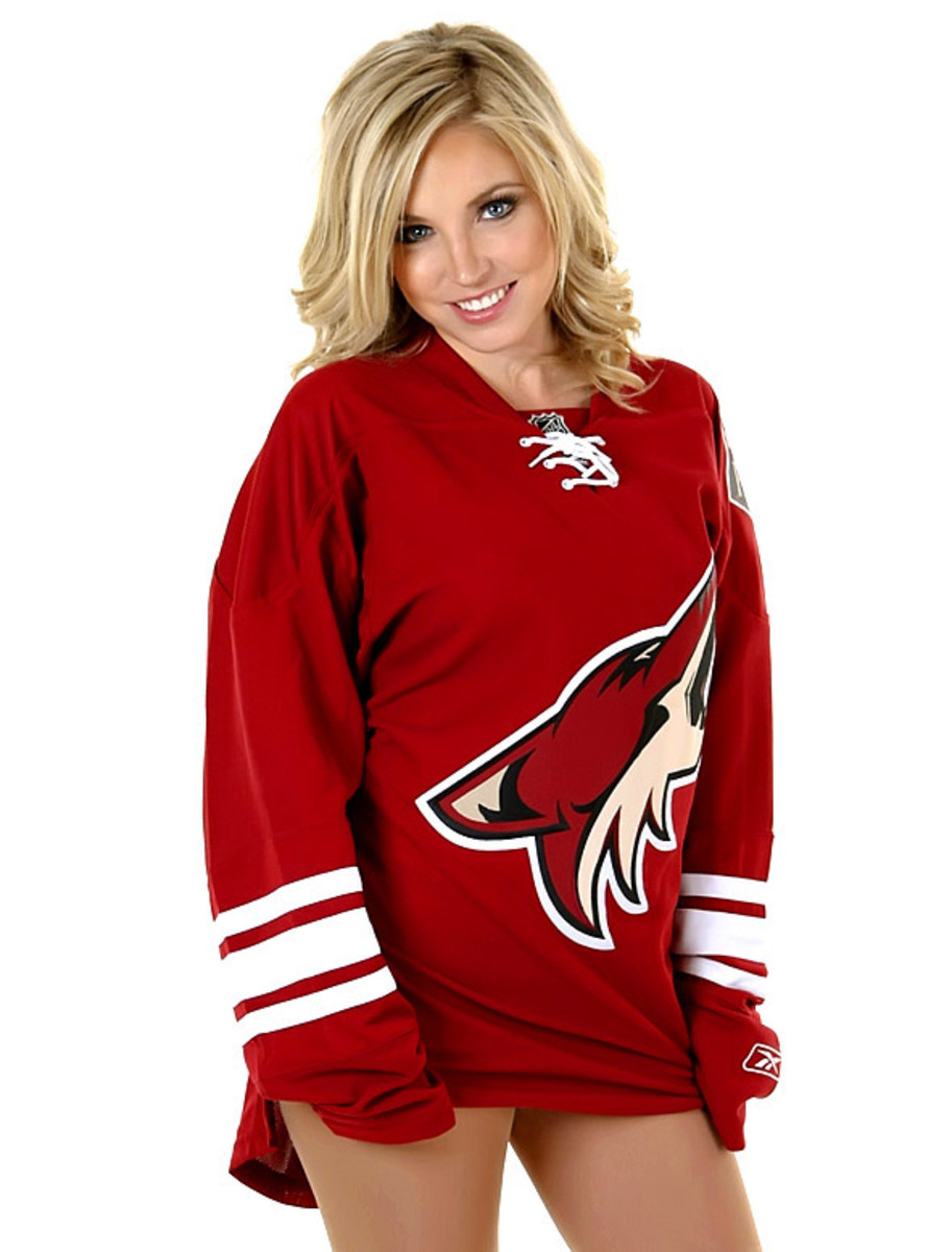 coyotes-the-pack-dancer%289%29.jpg