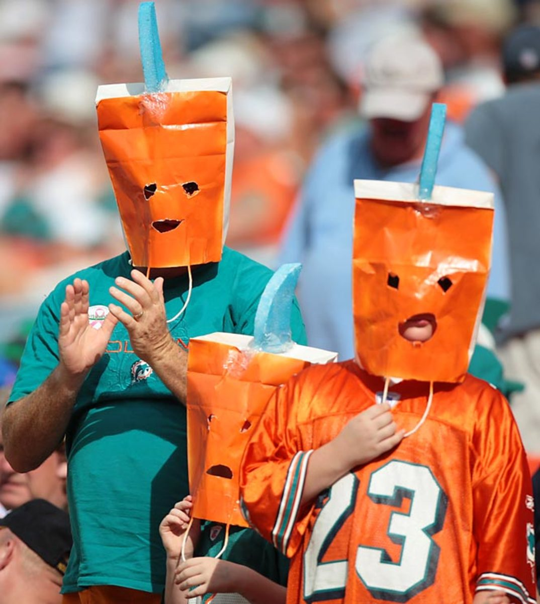 The unknown Dolphin fans