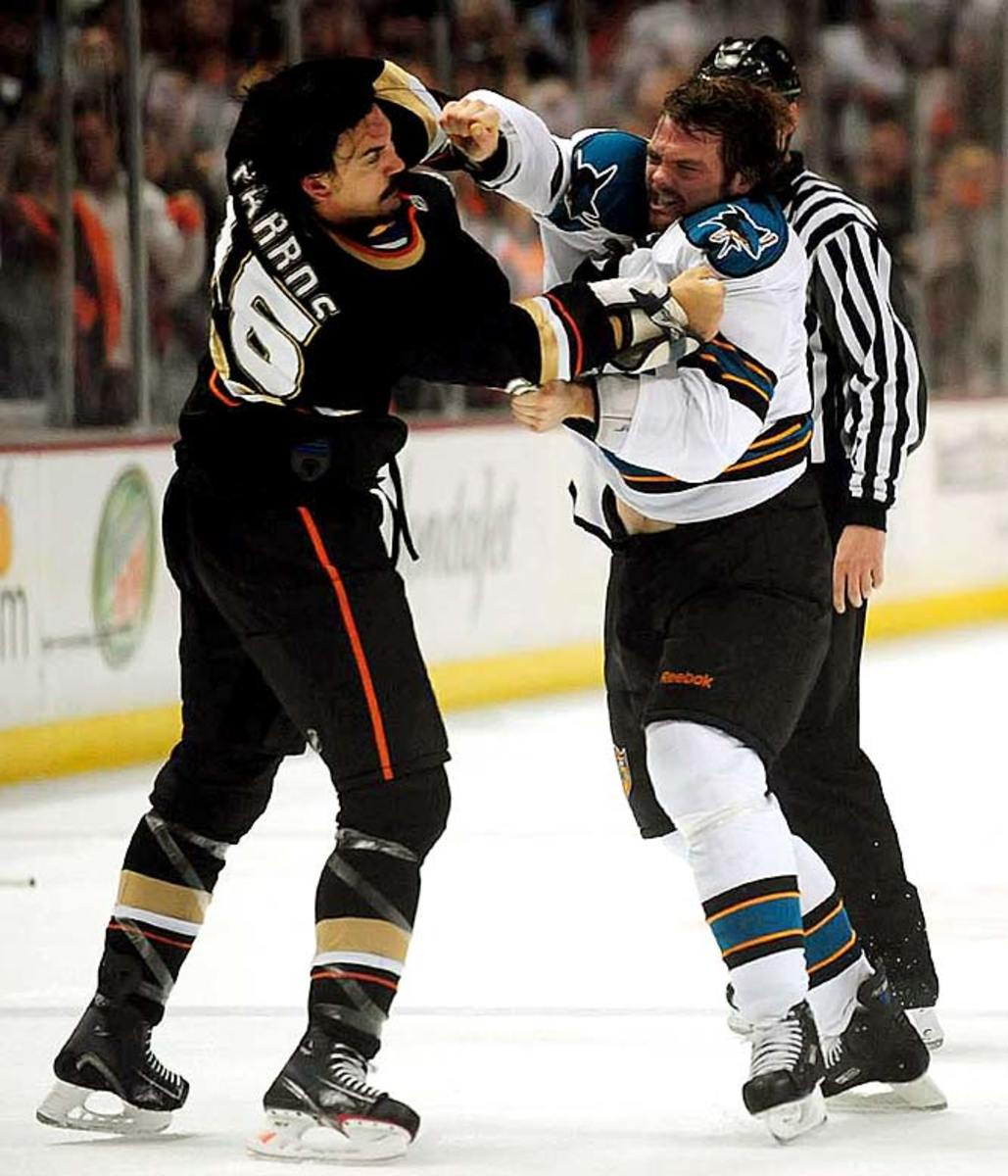 George Parros and Douglas Murray fight