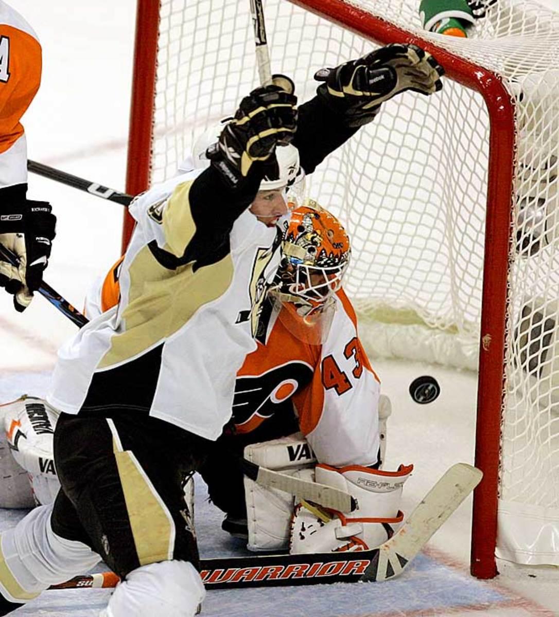 Sidney Crosby ties it up