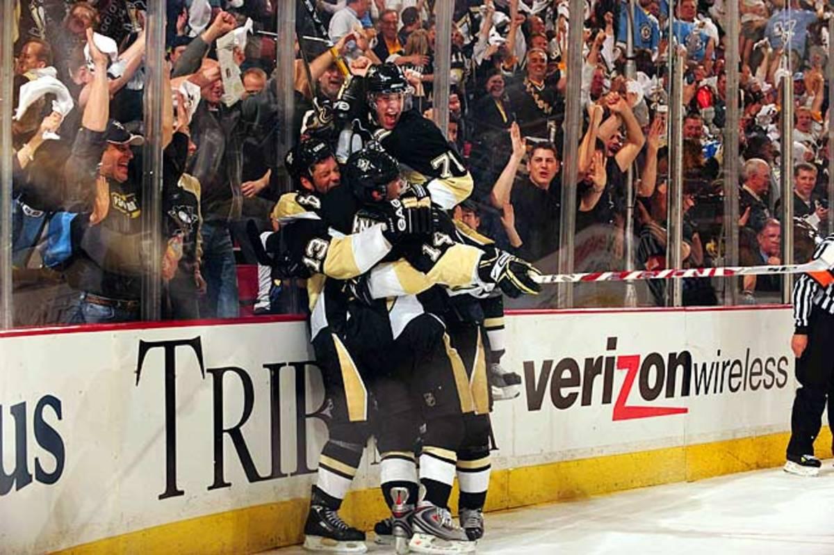 Penguins celebrate Guerin's game-winner in OT