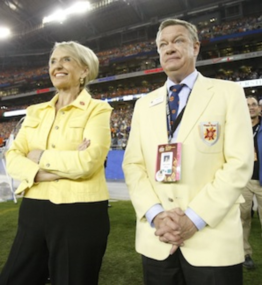 Really, John Junker's compensation was quite reasonable when you take into account all those yellow blazers he had to wear. (AP)
