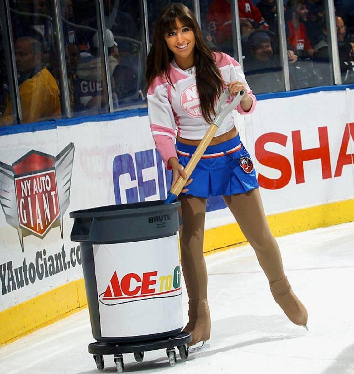 islanders-ice-girl-106453675_10.jpg
