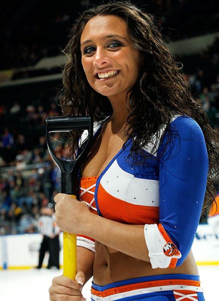 islanders-ice-girl-107197344_10.jpg