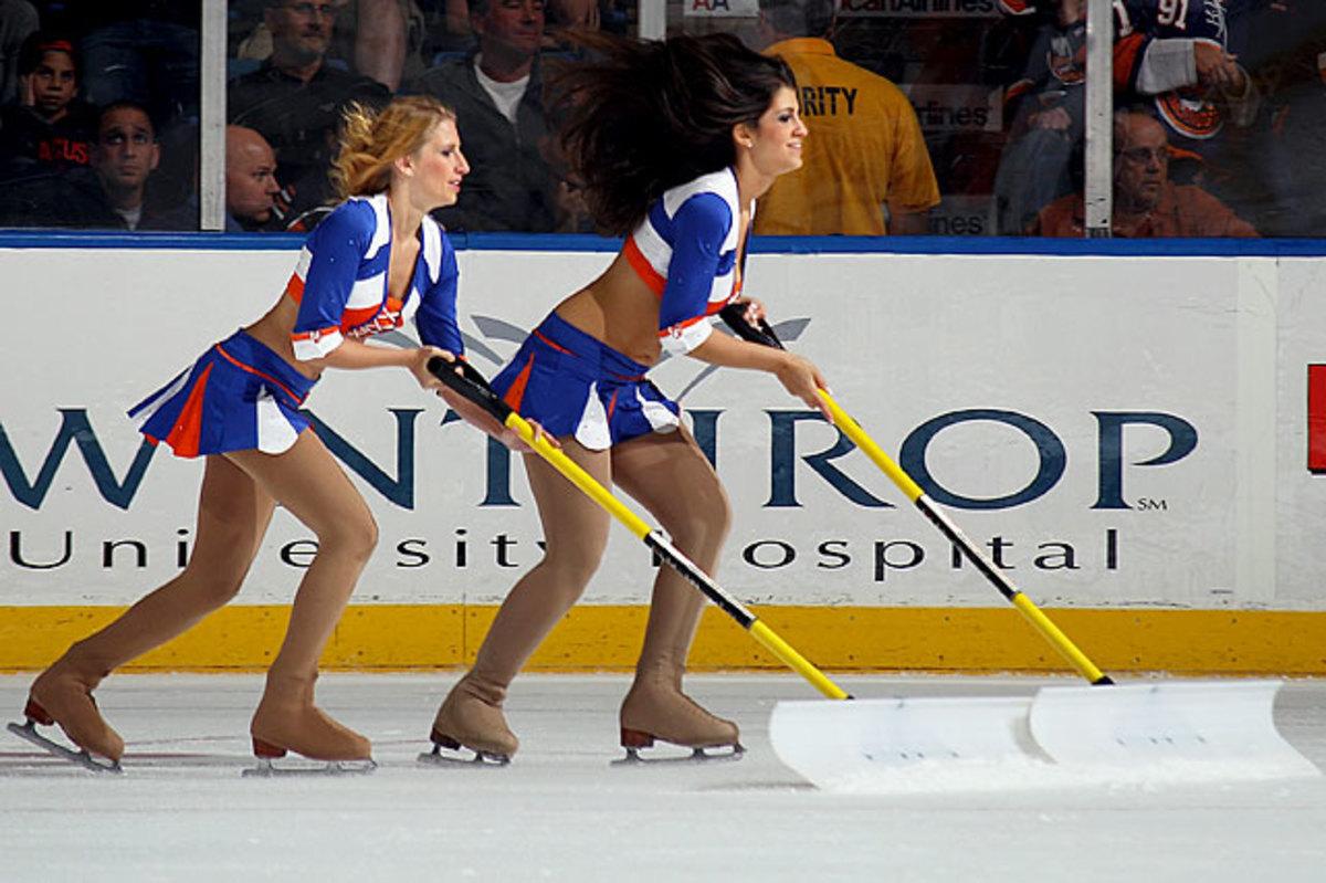 islanders-ice-girls-105494363_10.jpg