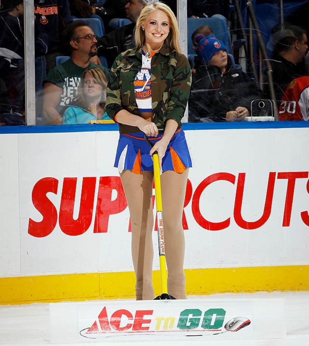 islanders-ice-girl-107198098_10.jpg