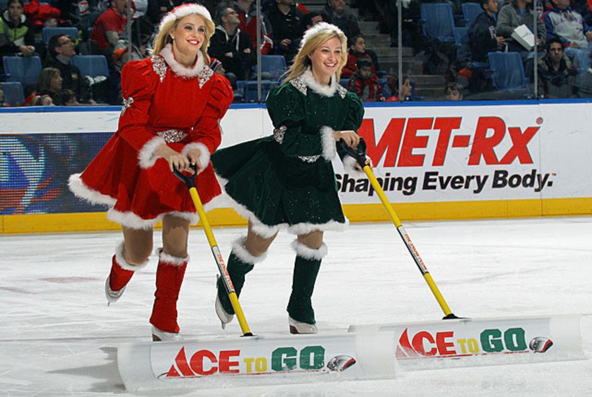 islanders-ice-girls-107834836_10.jpg