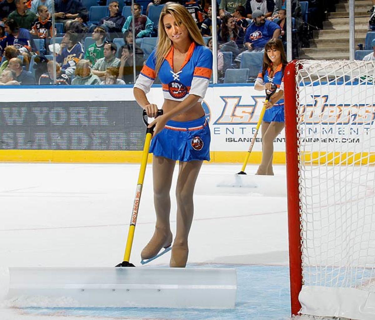 islanders-ice-girls-102831163_10..jpg