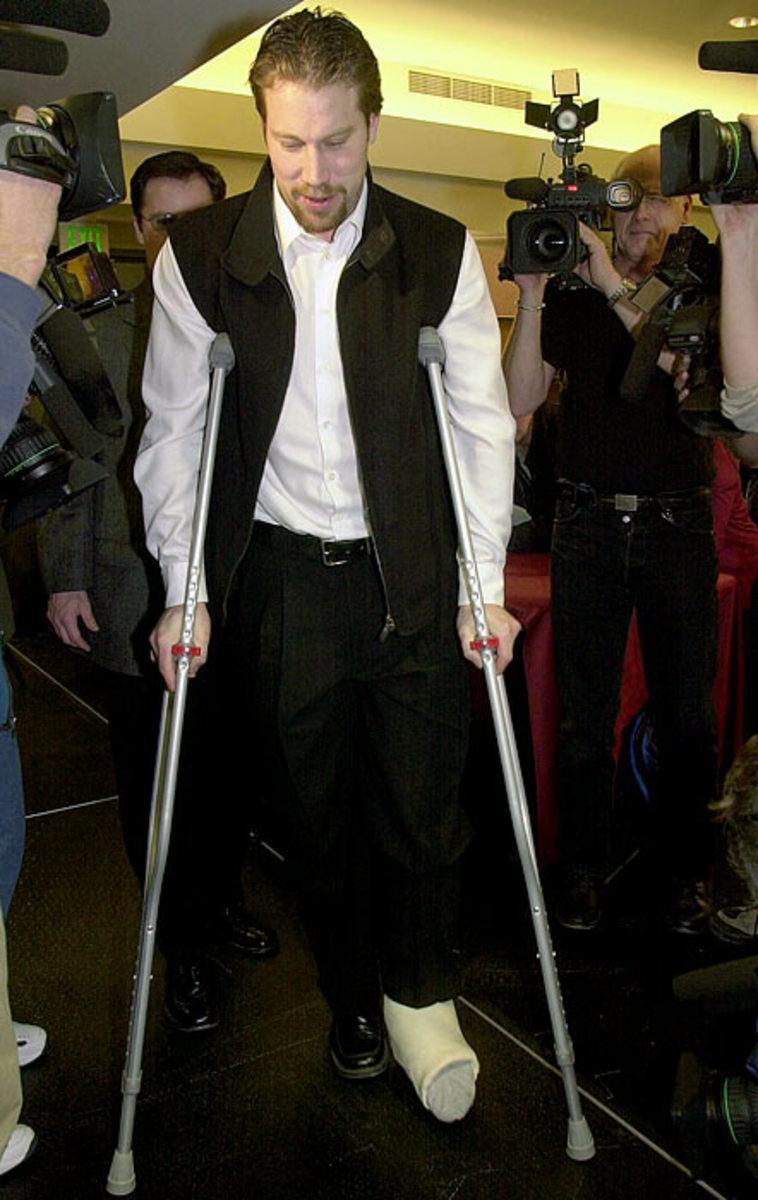 peter-forsberg-injured-foot.jpg