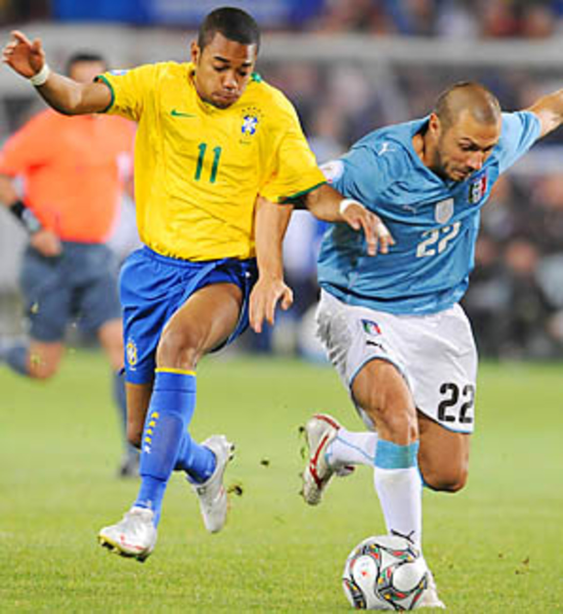 Robinho and Andrea Dossena battle for the ball in the last Brazil-Italy match in 2009.