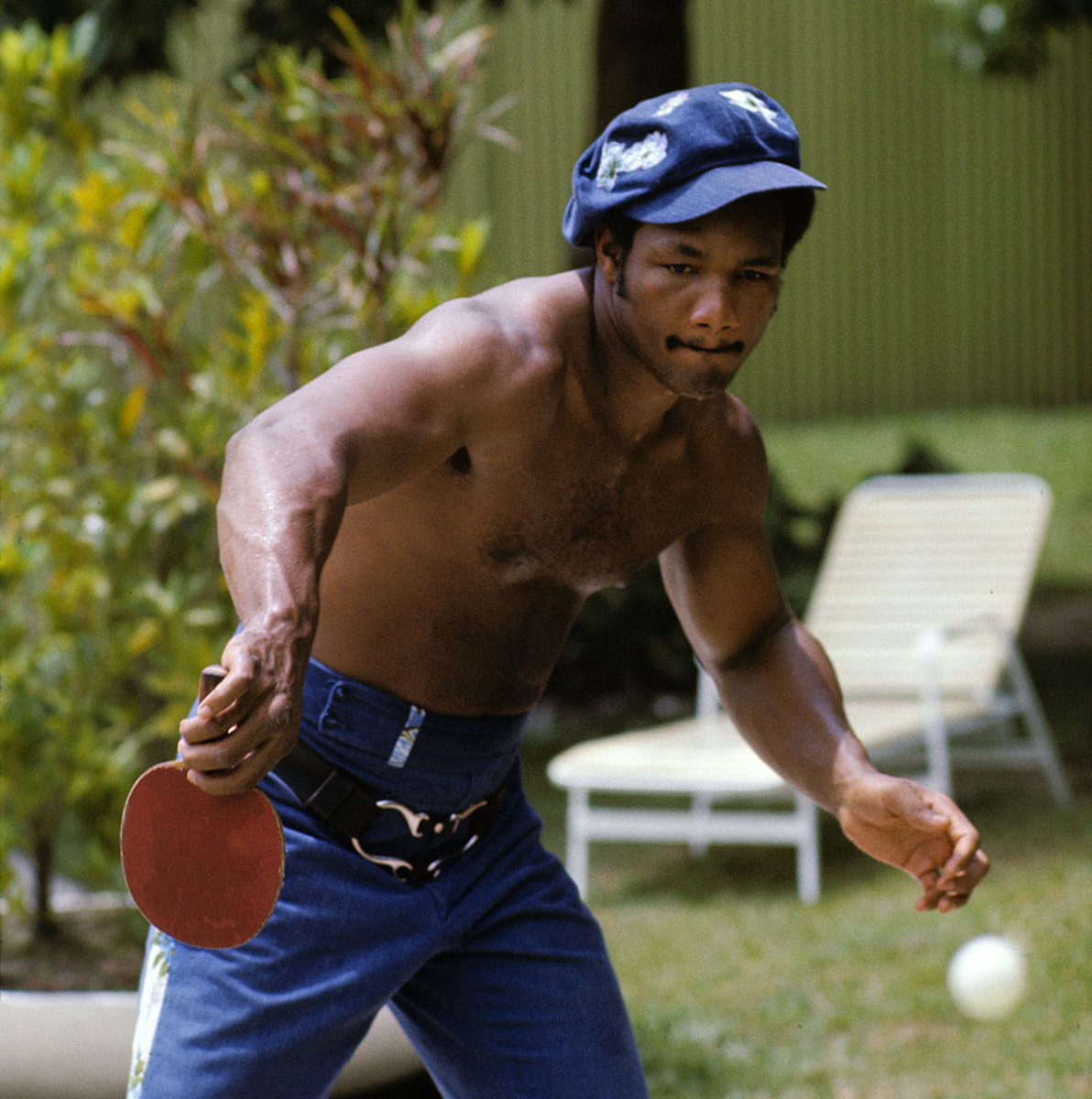 1974-george-foreman-ping-pong-079008630.jpg