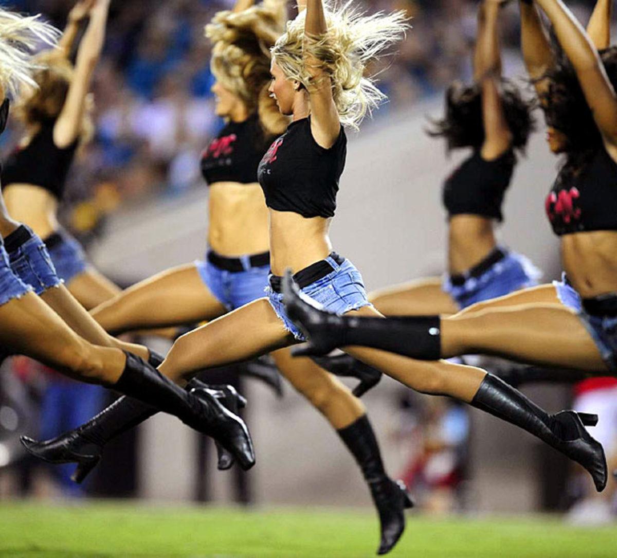 jaguars-cheerleader-kelli%283%29.jpg