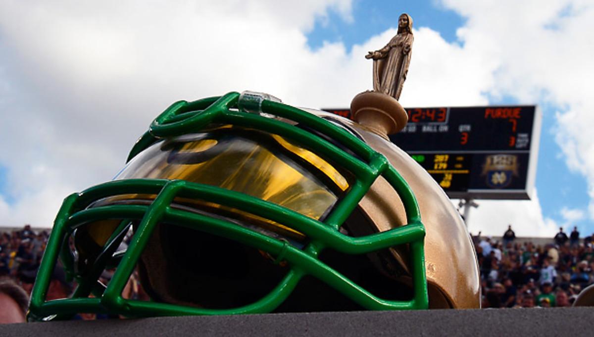 notre-dame-helmet-statue