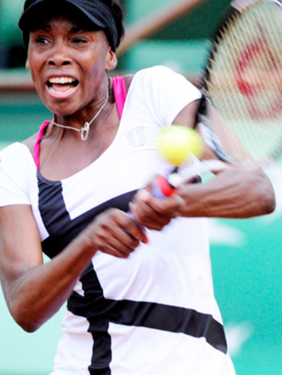 Venus Williams needed three sets to advance past Paula Ormaechea at the French Open.