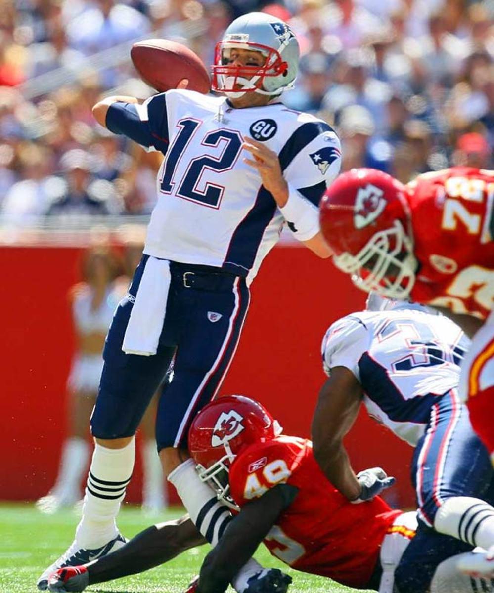 Bernard Pollard knocks out Tom Brady