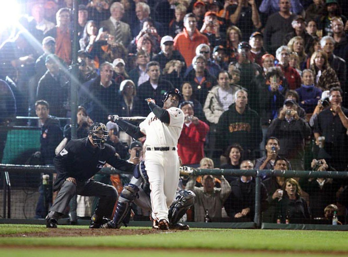 Barry Bonds breaks home run record