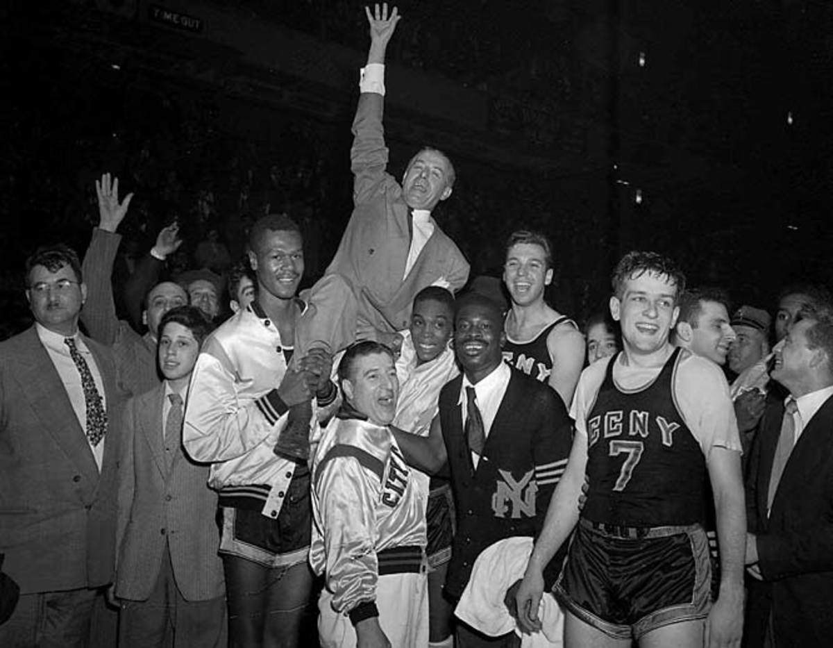 College basketball point-shaving scandal, late-1940s and early-50s