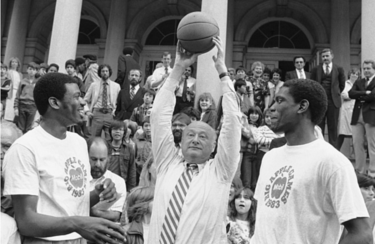 Bernard and Albert King with NYC Mayor Ed Koch in 1983. (AP)