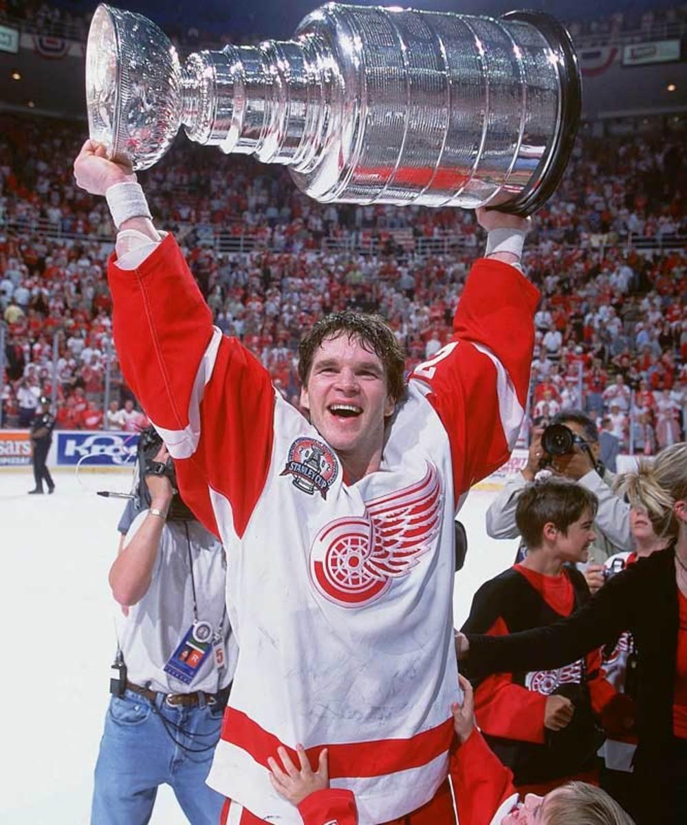 09.red_wings_stanley_cup.jpg