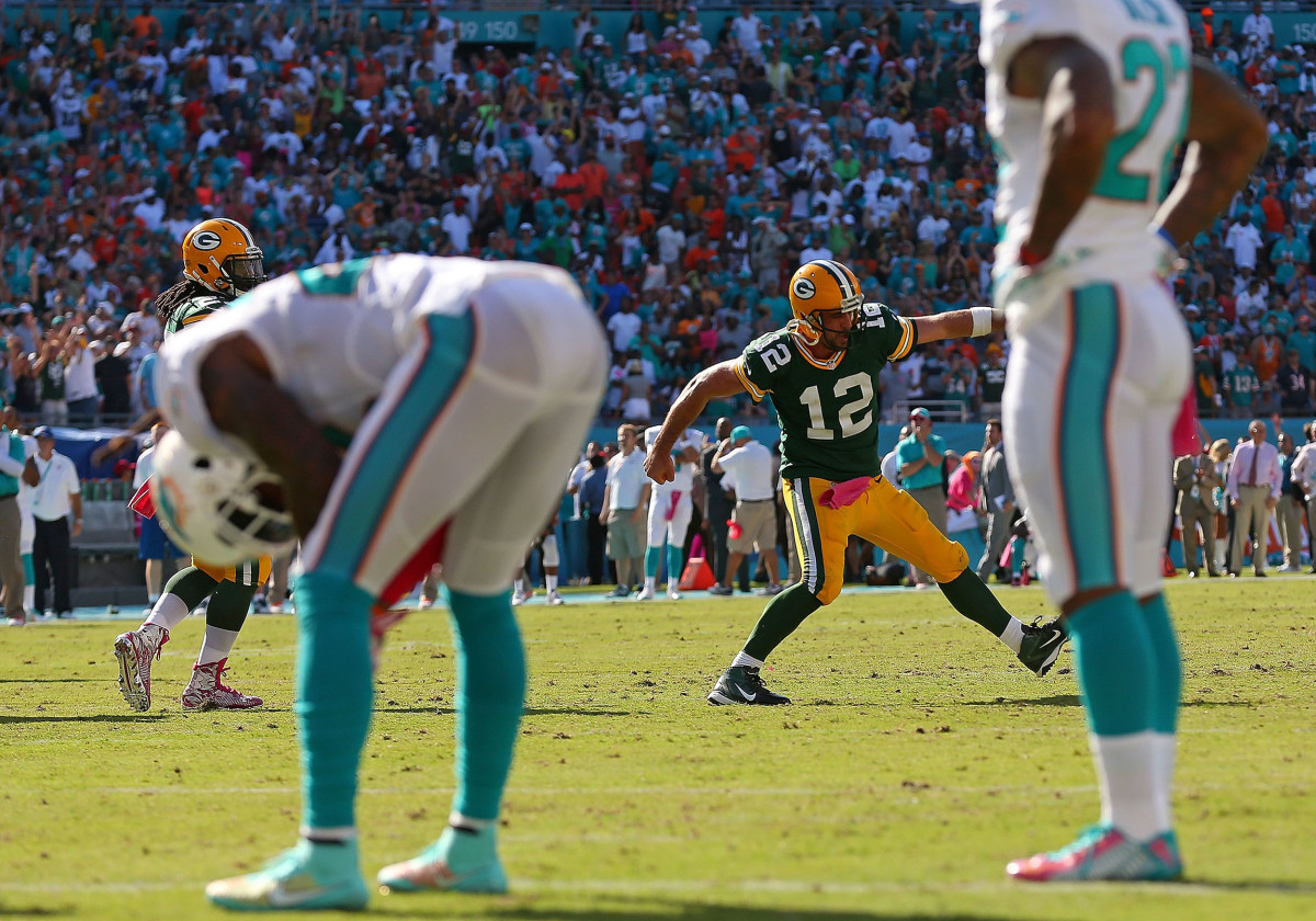 aaron-rodgers-dolphins-celebration