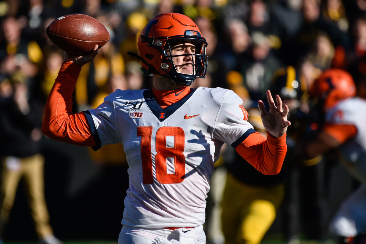 Illinois quarterback Brandon Peters (18) throws a pass during the fourth quarter against Iowa at Kinnick Stadium.