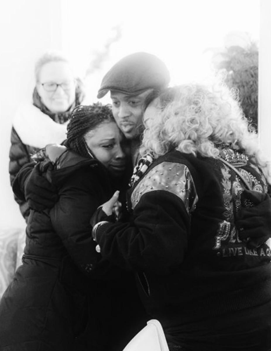 warrick-dunn-hugs