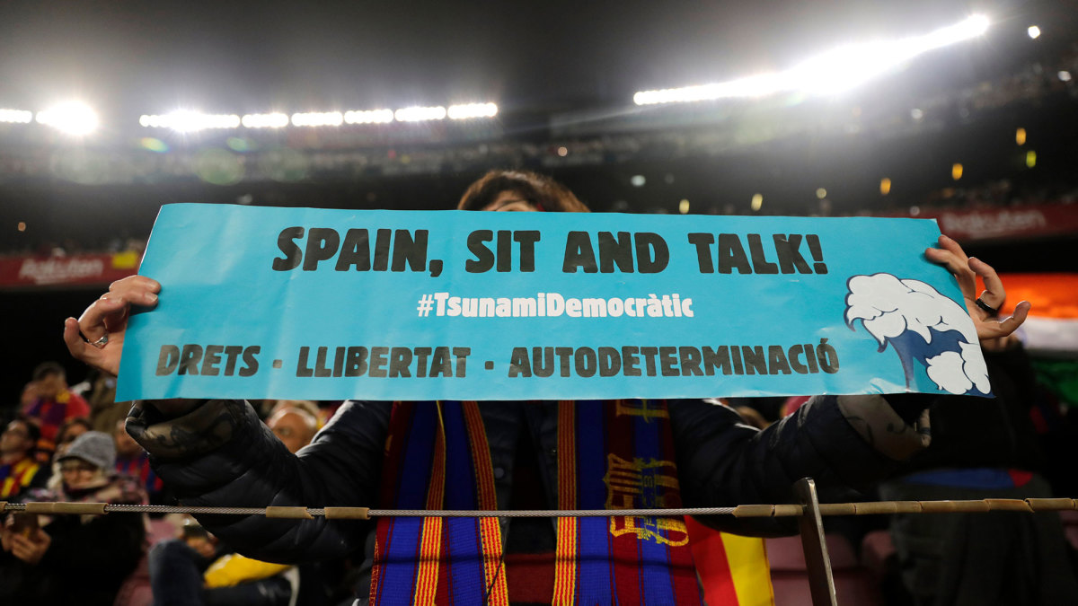 Catalan separatists protests colored this edition of El Clasico