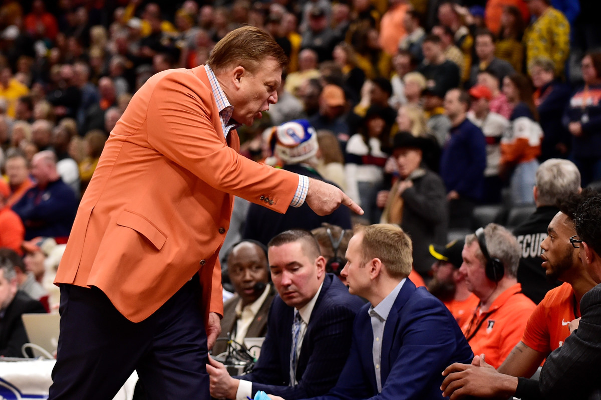 Illinois coach Brad Underwood talks with guard Alan Griffin (0) after Griffin received a technical foul during the second half against the Missouri Tigers at Enterprise Center.