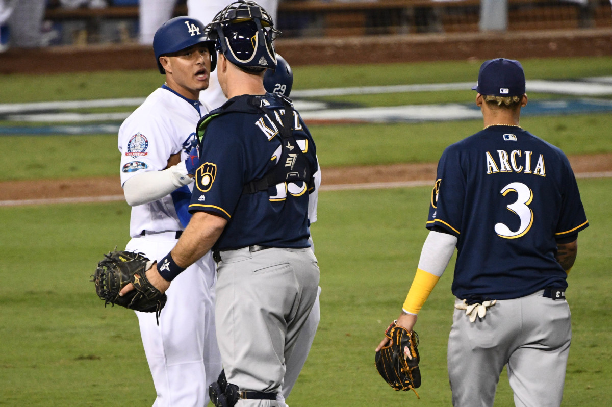 Erik Kratz holds Manny Machado back in NLCS as benches clear