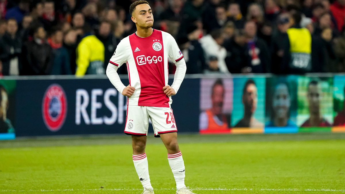 Sergino Dest leaves Ajax's camp in Qatar