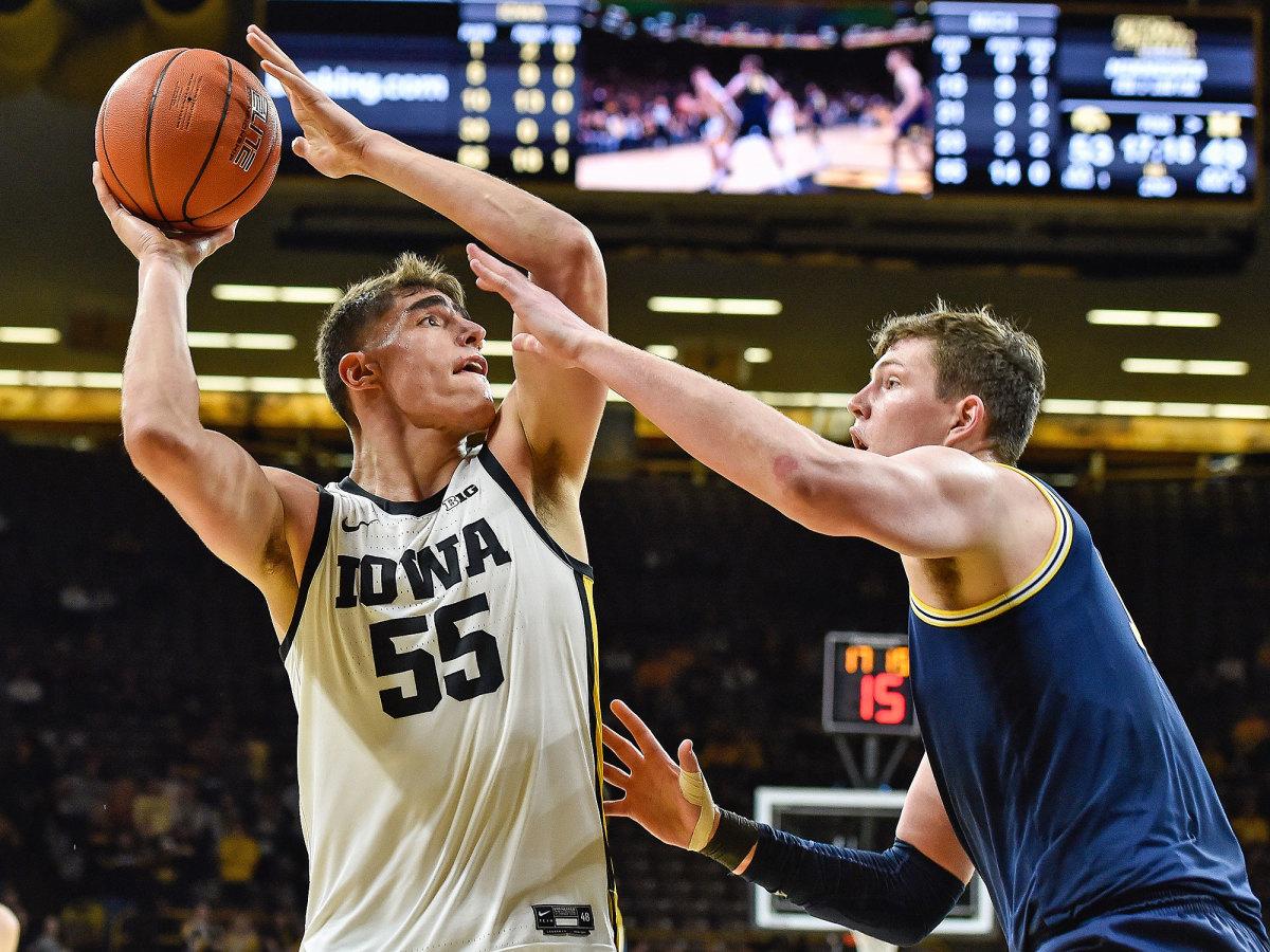 Luka Garza Iowa basketball