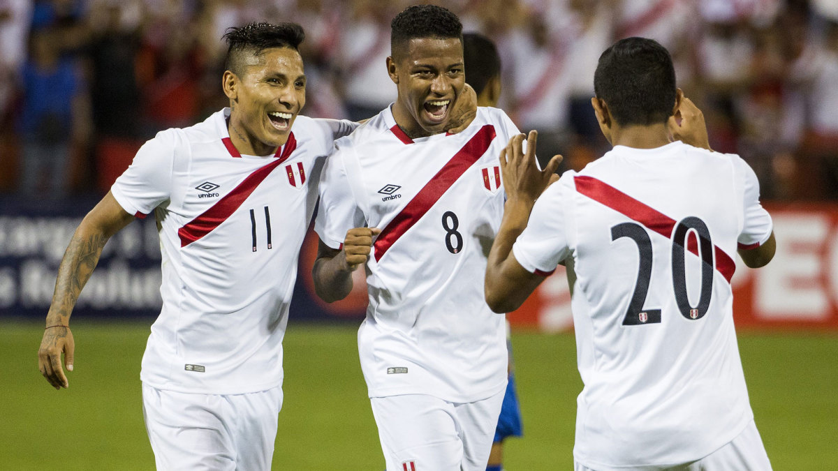 Raul Ruidiaz, Andy Polo and Edison Flores all team for Peru