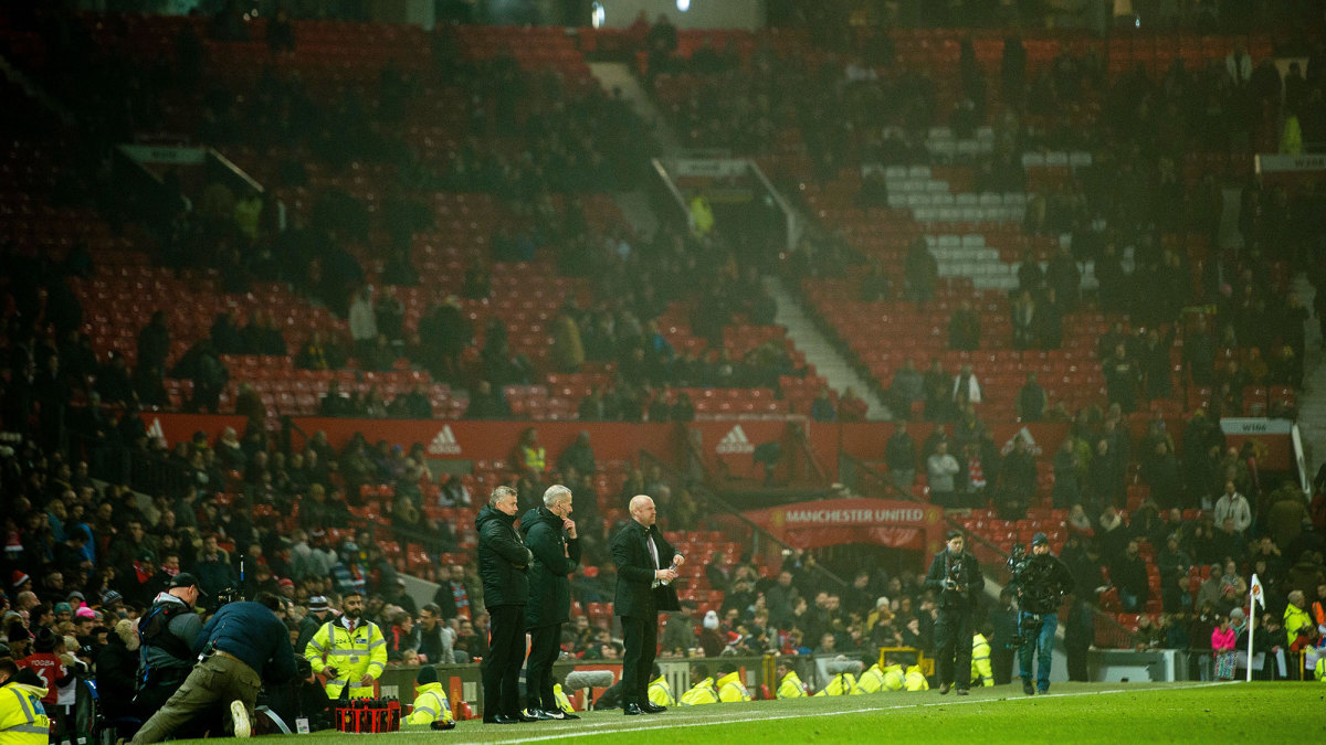 Old Trafford empties out as Man United loses to Burnley