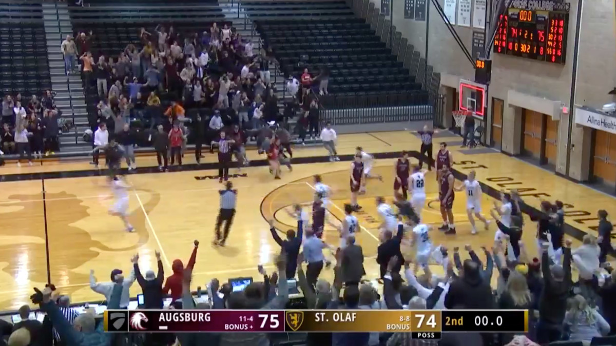 Screenshot from final play of St. Olaf-Augsburg Division-III basketball game